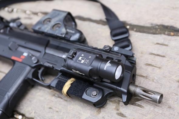 フラッシュライト,SUREFIRE X300,サバゲー,装備,格好,ファッション,サバイバルゲーム,エアガン.Marui,MP7