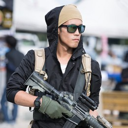 sg_fashion_snap_RO1023-07_PEACE-COMBAT-GAMES-1