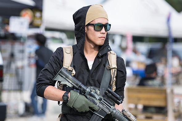 sg_fashion_snap_RO1023-07_PEACE-COMBAT-GAMES-1